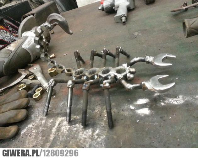 Skorpion,metal,klucz,śruby