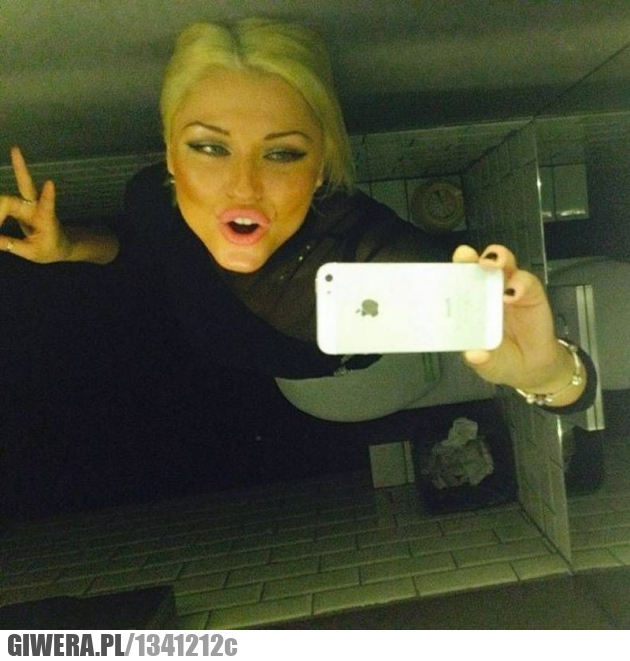 Selfie,publiczna toaleta,logika kobiet
