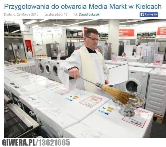 Kielce,Media Markt,święcenie,ksiądz