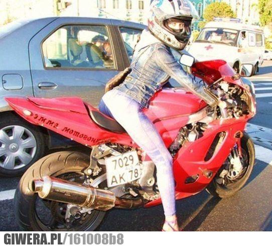 Motocyklistka