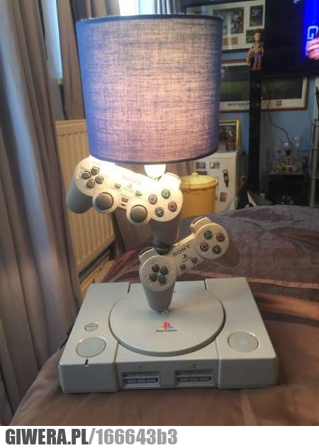 Efektowna lampa,playstation