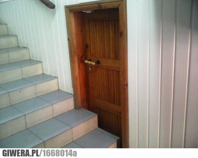 Inżynier,drzwi,schody