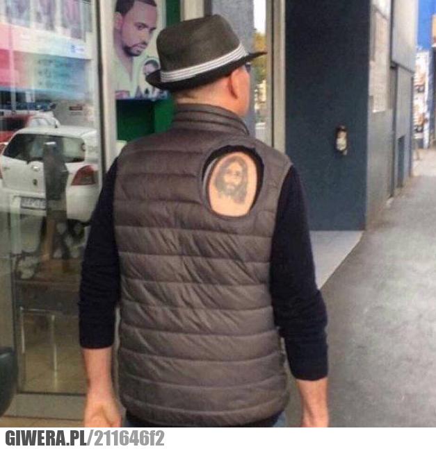 Kiedy zrobisz sobie pierwszy tatuaż i chcesz, aby wszyscy go widzieli