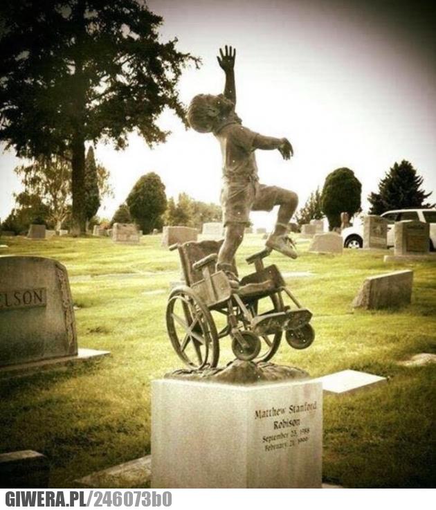 Pomnik,cmentarz,dziecko na wózku