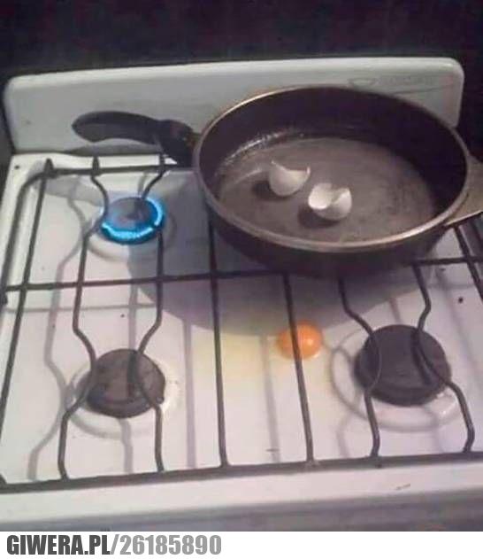 gotowanie,jajka,patelnia